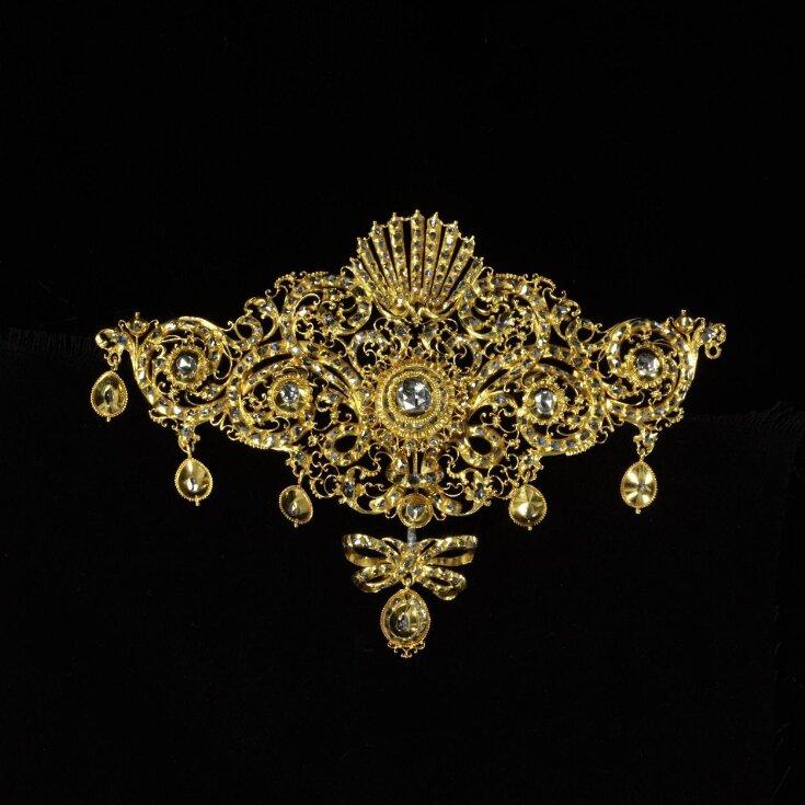 Bodice Ornament top image