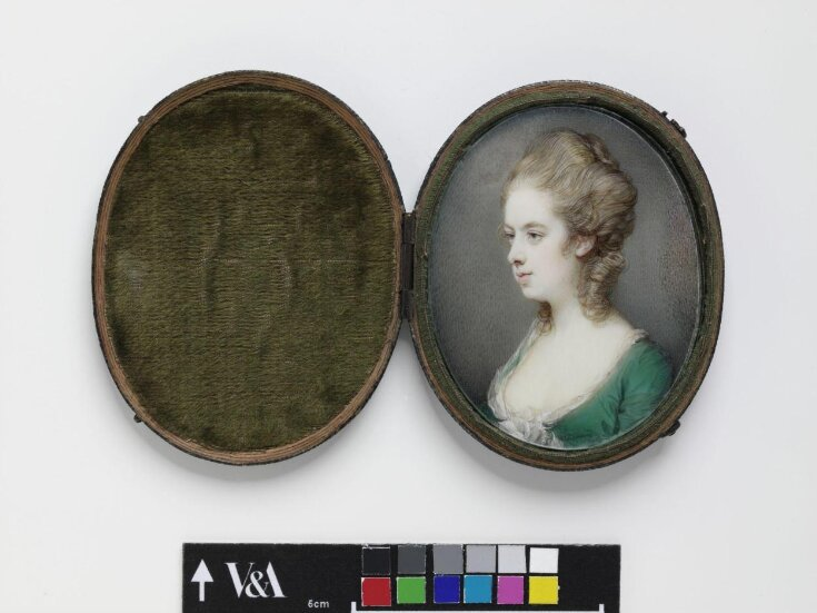 Lady in a green dress top image