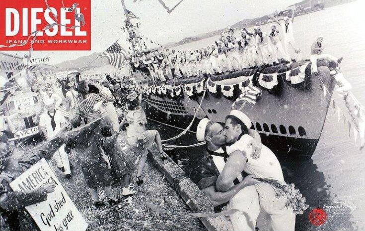 Kissing sailors top image
