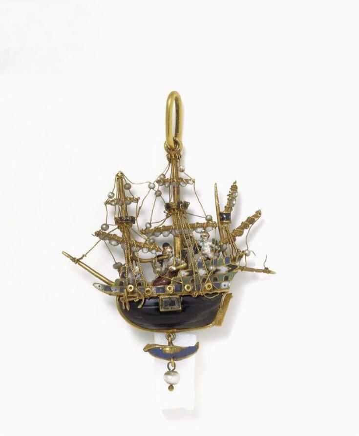Pendant Ship top image