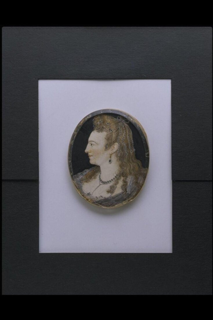 Portrait of a lady in profile a l'antique top image