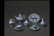 Toy Teapot and Cover thumbnail 1
