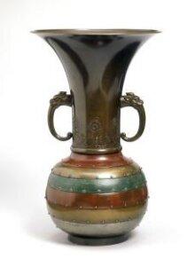 Vase thumbnail 1