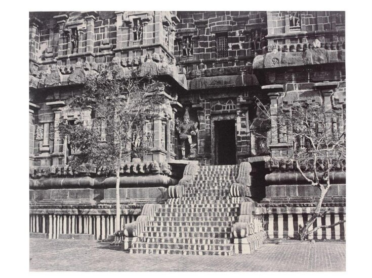 Side entrance of the principal Temple top image