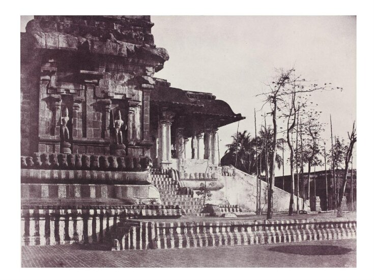 Porch and main entrance to the principal Temple top image