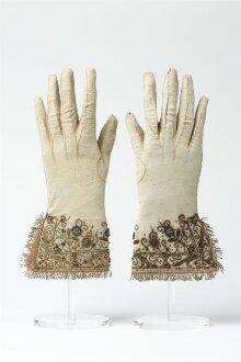 Pair of Gloves thumbnail 1