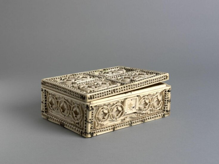 Casket with foliate roundels top image