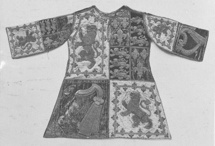 Lord Lyon King of Arms' Tabard top image