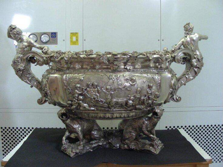 Wine Cistern top image