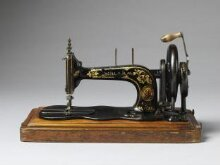 'New Family' sewing machine (model 12/12k) thumbnail 1